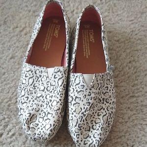 Tom's leopard print slip on shoes